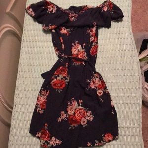 Forever 21 off the shoulder min dress size small